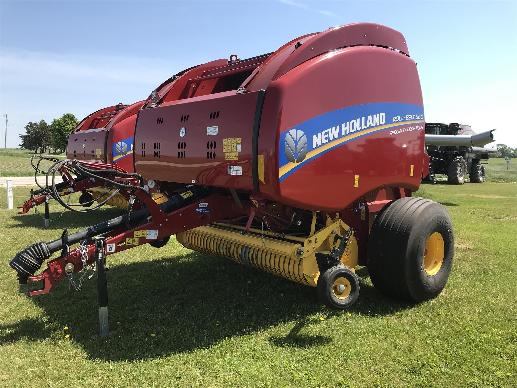Used, 2020, NEW HOLLAND, ROLL-BELT 560, Hay and Forage Equipment - Round Balers